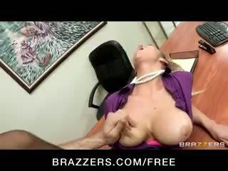 Mesum big-tit pirang office-slut bintang porno abbey brooks fucks kontol