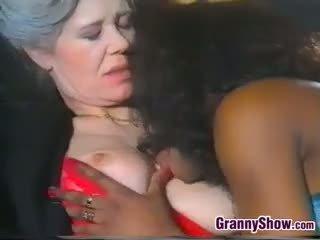 oma, likken, oude + young