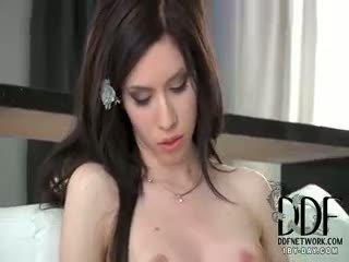 Camila seduces sisse tema pitspesu