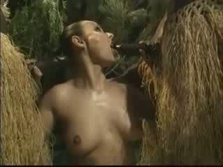 Αφρικάνικο brutally πατήσαμε αμερικάνικο γυναίκα σε ζούγκλα βίντεο