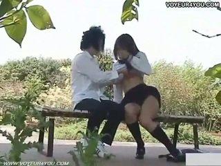 Ondeugend schoolmeisje openlucht seks filmed