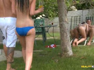 Sunny diamond e jessica swan in poolside porno festa