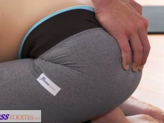 Fitnessrooms cochon yoga prof sur splendide fitness modèle <span class=duration>- 14 min</span>