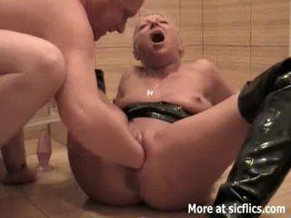 Fisting của tôi đĩ vợ và pissing trong cô ấy đối mặt