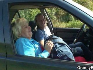 दादी, गृहिणी, कार