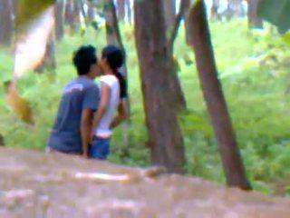 Desi गर्लफ्रेंड आउटडोर फक्किंग साथ boyfriend