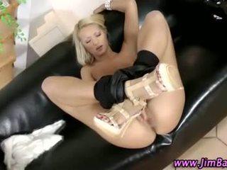 Brits amateur blondine sucks op lul