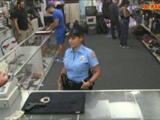 ตำรวจ เจ้าหน้าที่ ด้วย มหาศาล หน้าอก got ระยำ ใน the ห้องข้างหลัง