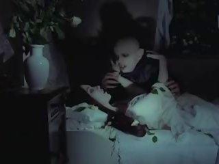 meitene, pornogrāfija, vampire