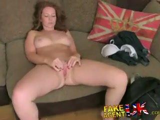 Fakeagentuk attractive червенокоси gets изненада крем пай в fake кастинг