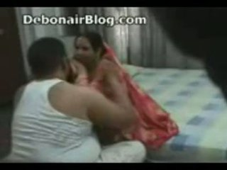 Pakistanly daýy and aunty tutulan romancing in the