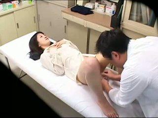 Samaitātas ārsts uses jauns pacients 02
