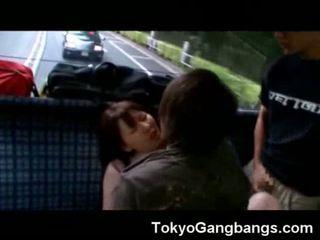 Oosters cumed op in een bus!