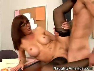 Sexy med desi foxx likes getting shagged na ji chňapnout dokud ona orgasms