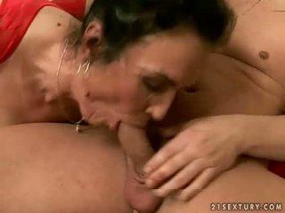 Traviesa abuelita getting follada duro