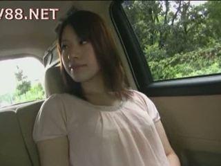Seksuālā japānieši mazulīte gets fondled uz a strangers automašīna