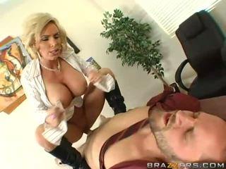 Krūtinga milf getting jos putė pounded sunkus