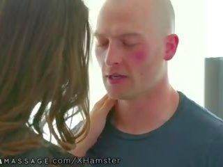 Nurumassage betrapt tiener masseuse masturberen zo geneukt