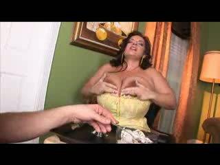 Lielas skaistas sievietes hottie ar mega liels bumbulīši gets hardcore titty fucked
