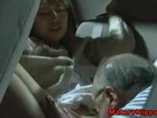 Japonais mature milf gets oralsex