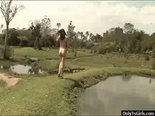 Adriana rodrigues strokes 她的 xxl 人妖 公鸡 和 blows 一 load 的 附带 户外