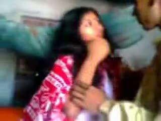 Indiai newly házas guy trying zabardasti hogy feleség nagyon félénk