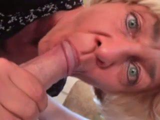 Duits oma wants haar holes filled door een jong lul