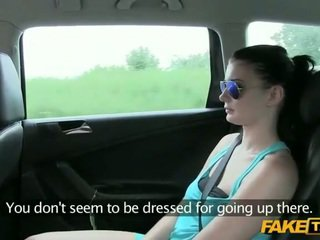Seksikas beib tussu perses koos a driver
