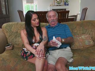 Skaistule teabags geriatric tad sucks viņa dzimumloceklis: bezmaksas hd porno b4