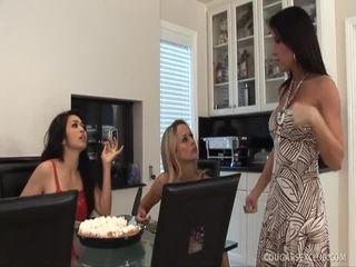 Brünett porno xxx kuninganna mandy hoore ratsutamine a peenis