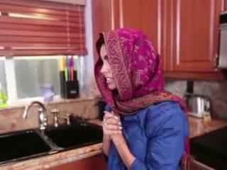 Arab adoleshent ada gets një warm pidh cream