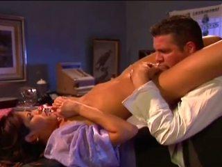 Porner premium: dronken hunk neuken in bar