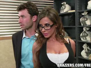 Madison ivy's tökéletes segg gets osztott által neki boss's fasz