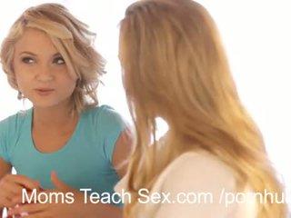 Καυτά τρίο με σέξι μαμά και κόρη duo