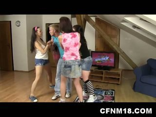 4 cfnm roommates ficken ein glücklich schwanz