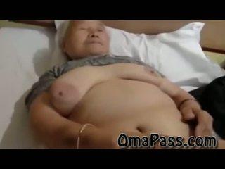 Zeer oud vet japanes oma neuken zo hard met een man video-
