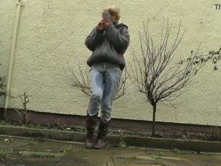 Hd desperately waiting med fullt bladder, jeans wetting