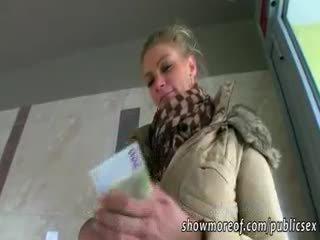 Besar-besaran payu dara adele pounded untuk wang