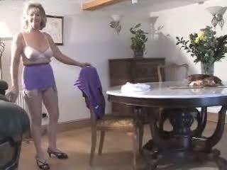 striptis, nenek, tetek besar
