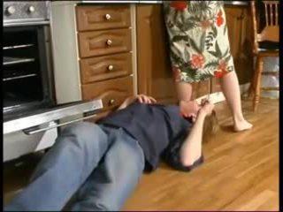 Ruský maminka a a mladý plumber