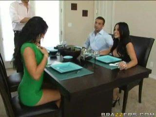 Husbands swap पत्नियों प्रीवियस को dinner