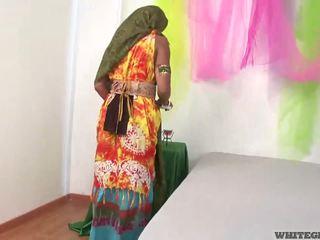 Piękne hinduskie żona ssanie muscle penis