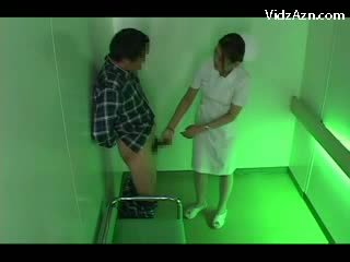 Şepagat uýasy on her knees giving agzyňa almak for patient gutarmak to palm in the elevator