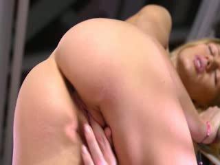 Russian babe Lorena toying snatch