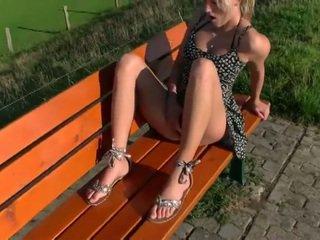 Een mooi blondine gets neuken in public- schnuggie91-