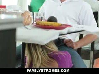 परिवार strokes- step-mom teases और fucks step-son