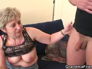 Grootmoeder takes two cocks na masturbation