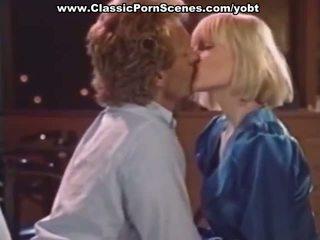 Sexy blonde est en chaleur