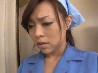 Číňan janitor reiko nakamori eats připojenými opčními zatímco shagging v a band bonk