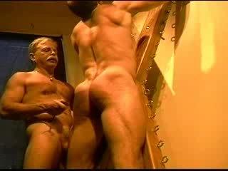 Enorme bodybuilder's muscle culo gets an culo whuppin' come solo io lattina dare esso. clip 3
